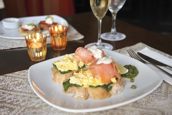 5_scrambled eggs & Norwegian smoked salmon