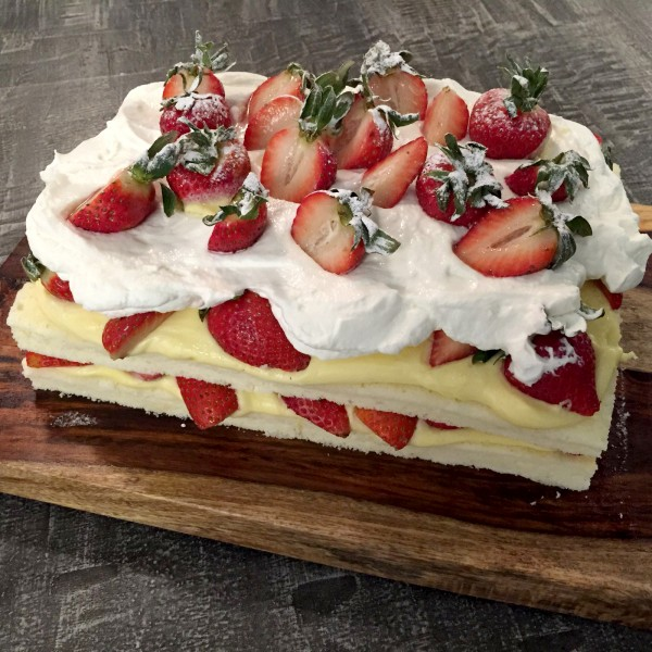 Bondi-Strawberry-Cake