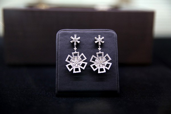 A pair of snowflake-design diamond earrings set in 18k white gold
